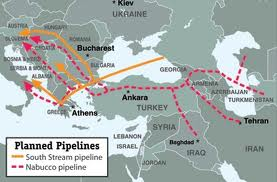 Il percorso del Nabucco in viola e del Southstream in giallo
